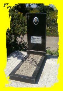Недорогие социальные памятники гранитные в Черкассах на заказ